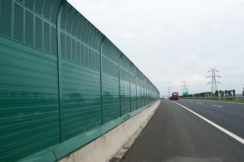 高速公路声屏障特点及分类简介