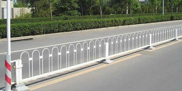 道路隔离护栏技术规范及监理注意事项