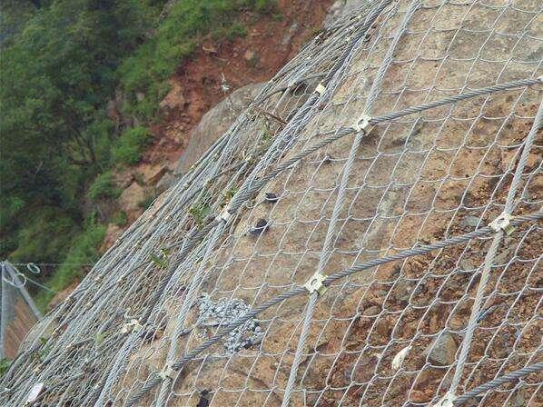 边坡防护网在碎石坡面安装时整治清理小知识