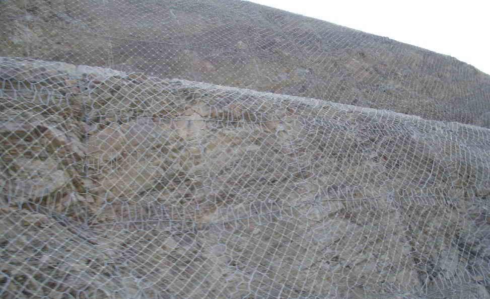 边坡防护网的优势以及如何让我们的护栏网产品达到客户的满意度