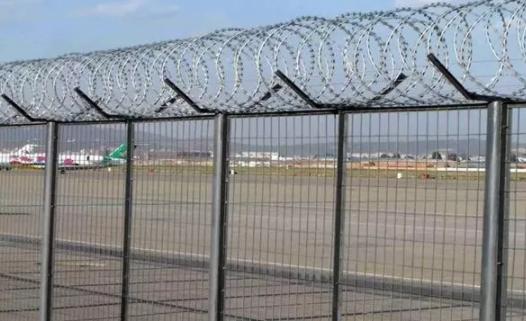 机场护栏网的重要性,如何防止阻碍物侵入机场跑道?