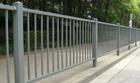 云南瑞刚金属制品告诉你护栏网加工处理的几种防腐方式有哪些?