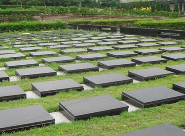 草坪葬是否保留骨灰盒