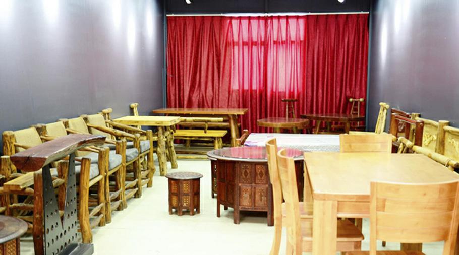 昆明鋼木家具西華展館店實木餐桌