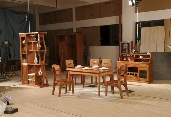 神工家具廠家提示:挑選實木家具這幾個方面必須要注意!