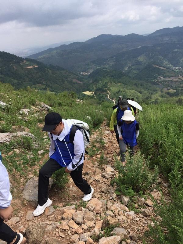 昆明戶外拓展訓練之梁王山徒步團建活動