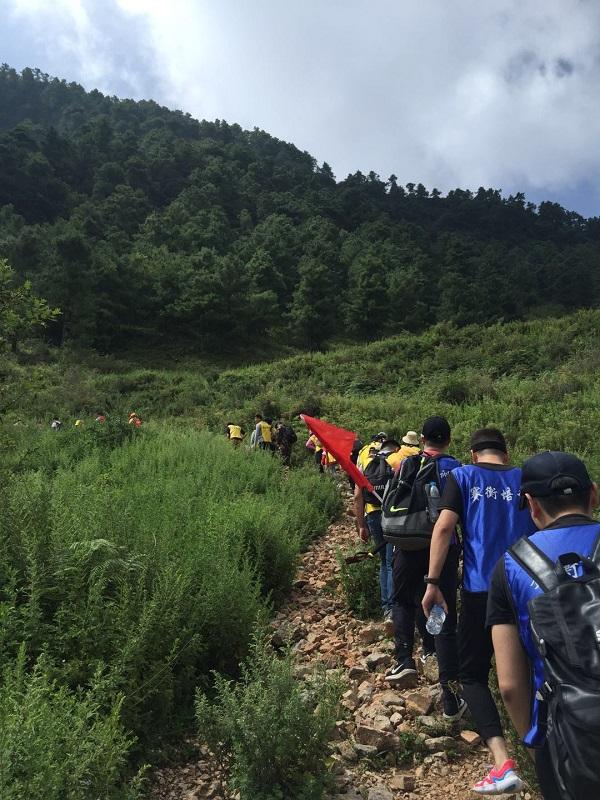 昆明拓展訓練之梁王山戶外徒步團建活動,登頂一山觀三海