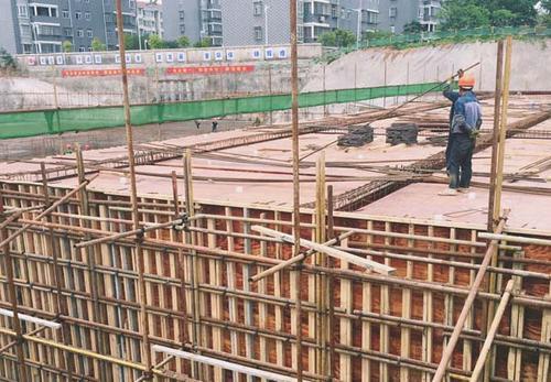 建筑模板在夏季施工要注意什么?
