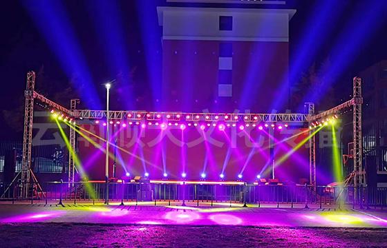 红河舞台灯光设备租赁分析一下影响舞台设备租赁价格的因素有哪些?
