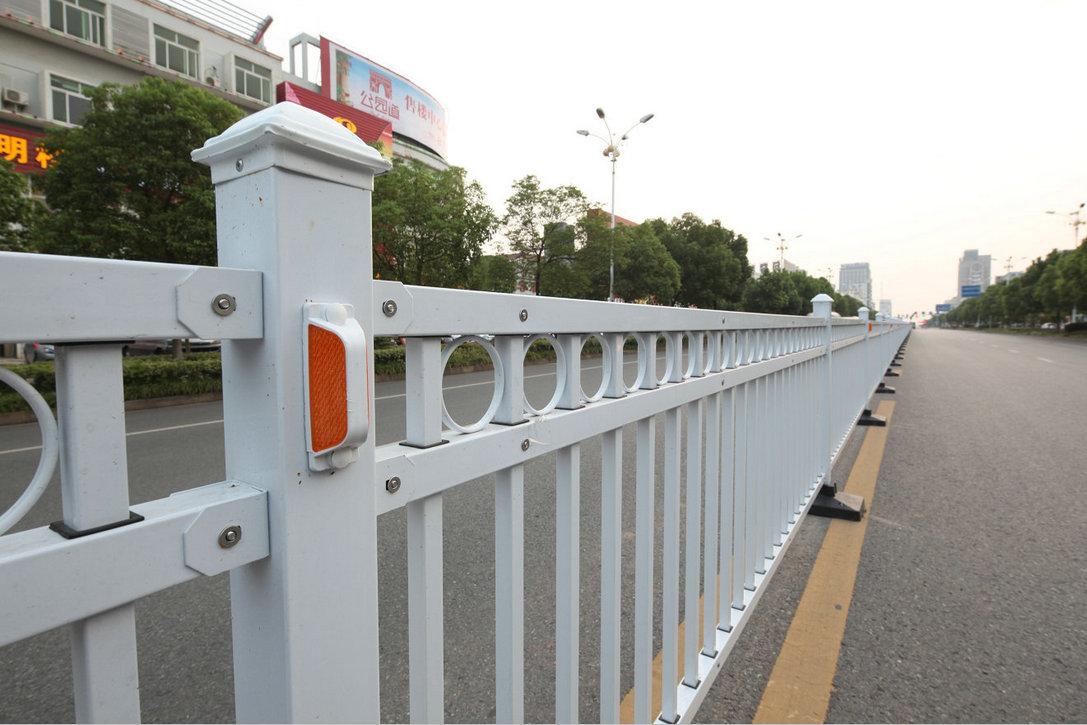 探讨道路交通护栏的未来发展方向