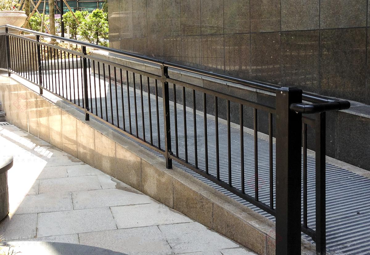 锌钢护栏和不锈钢护栏哪个好?小编带你一探究竟