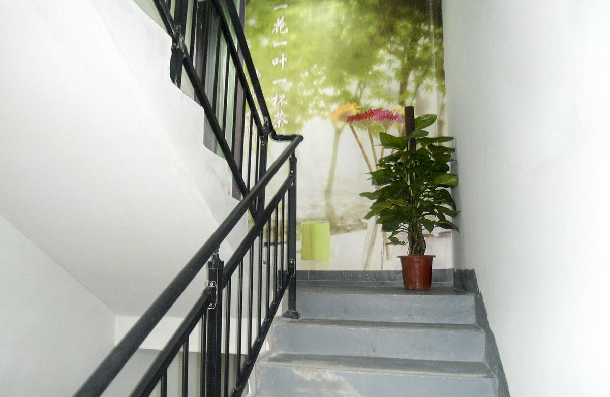 锌钢楼梯护栏安装效果图