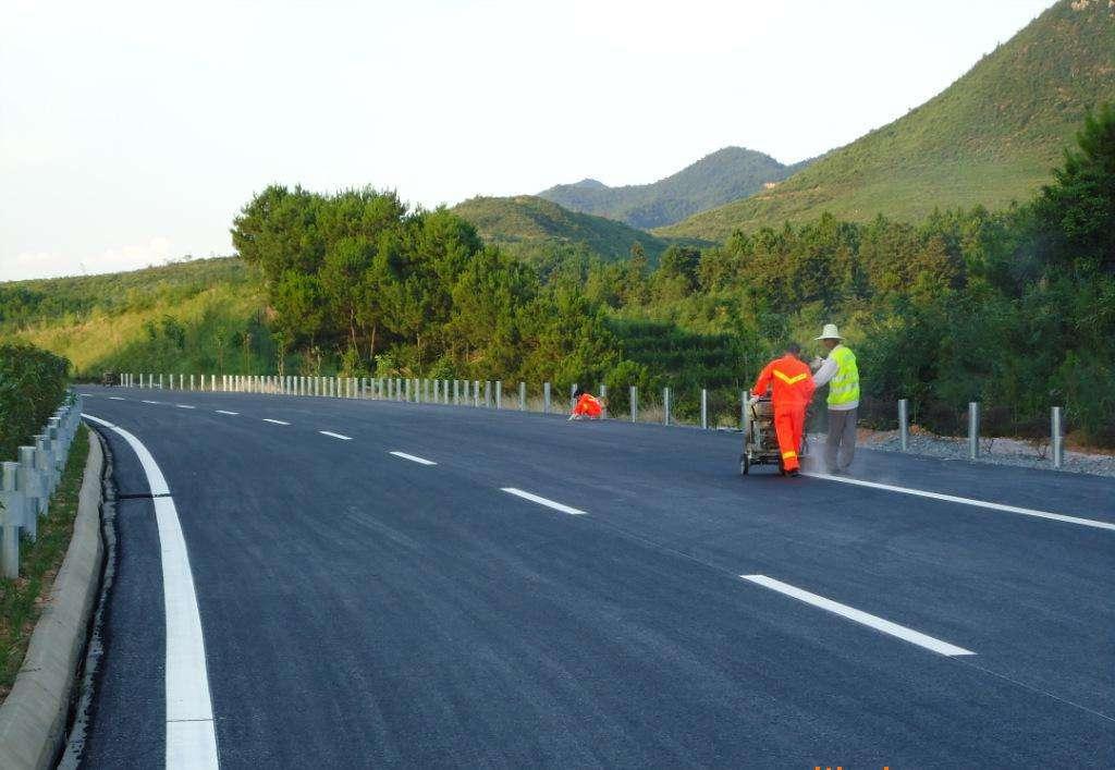 自走式交通标线划线车结构和工作原理简介