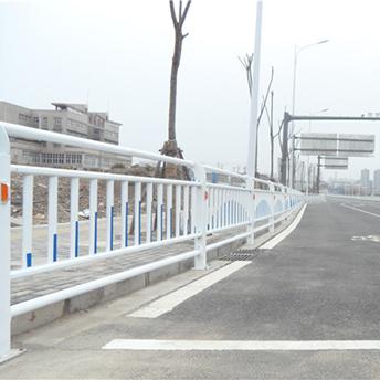 昆明火车站护栏安装项目