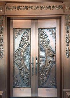 云南铜门厂家教你正确选择铜门的方法