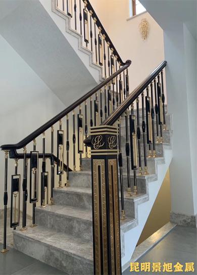 别墅装修选择铜扶手楼梯好还是铝艺楼梯扶手好