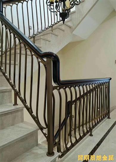 云南铜扶手楼梯的高颜值由雕花艺术作铺垫