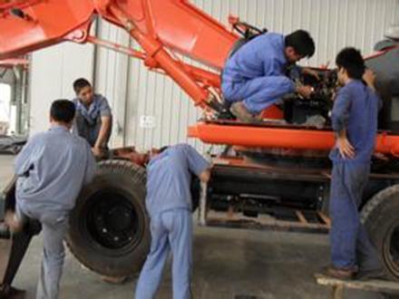 轮式挖掘机维修展示