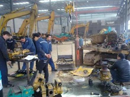吊装挖掘机维修