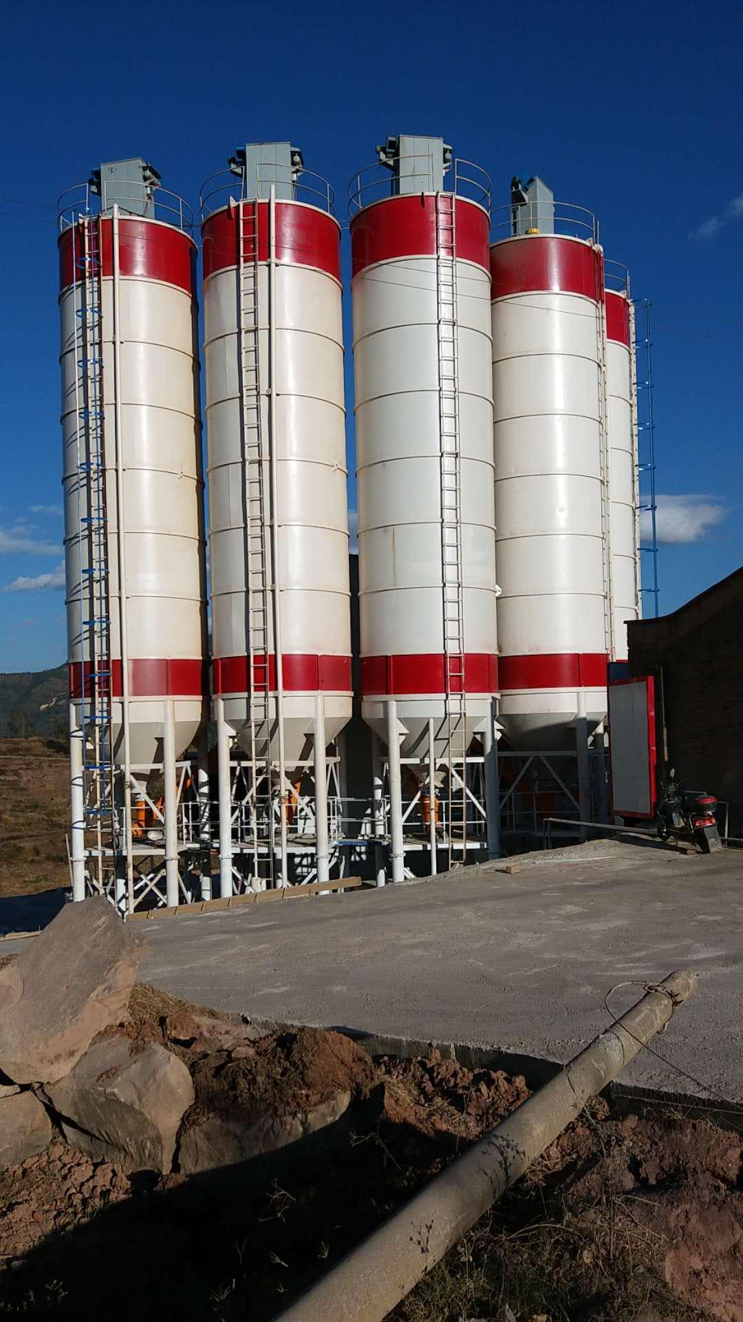 云南混凝土搅拌站厂家谈谈混凝土搅拌站的选取技巧