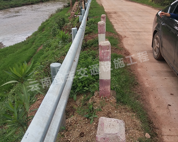 高速护栏板波形