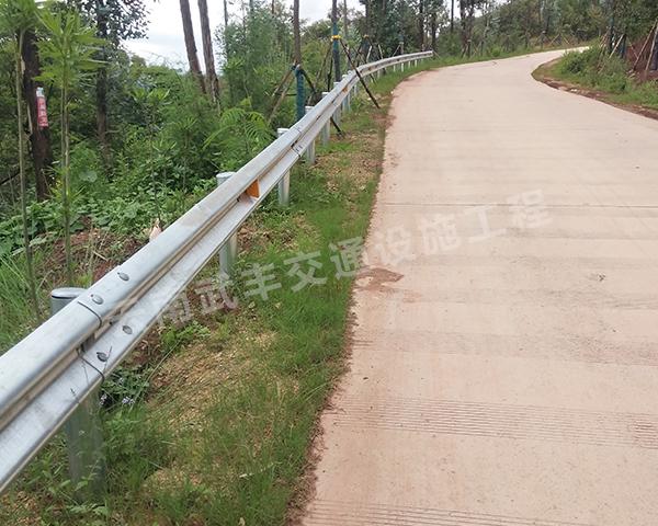镀锌道路波形护栏工程施工