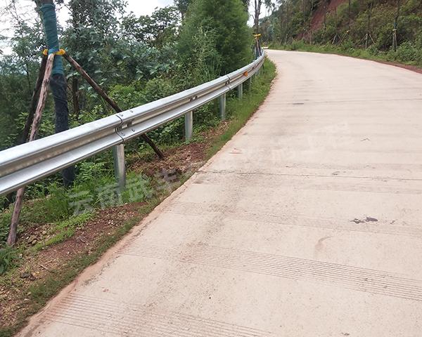 乡村道路波形防护栏