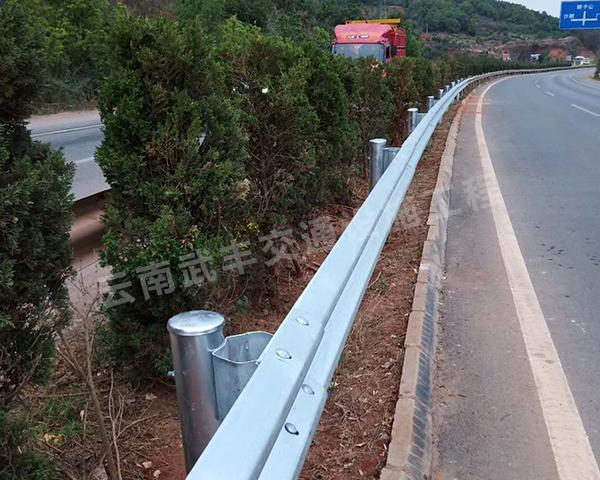 公路二波形梁鋼護欄工程施工