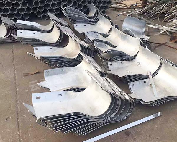 建水热镀锌波形护栏端头生产厂家