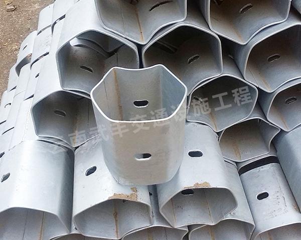熱鍍鋅波形護欄防阻塊生產廠家