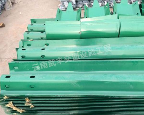喷塑波形梁钢护栏板安装