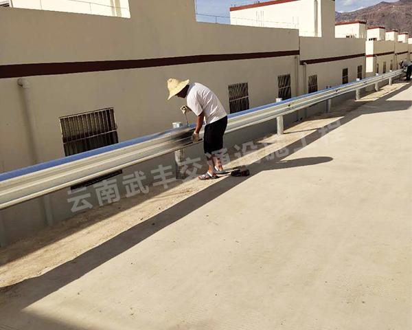 大理波形护栏安装