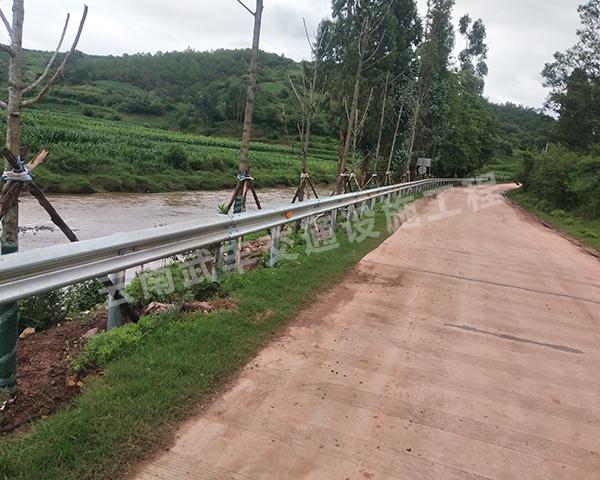 云南建水波形护栏安装商为您分享乡镇道路波形护栏板价格