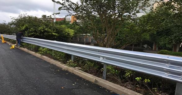 昆明波形護欄安裝在危險路段的SB級波形護欄你了解嗎?