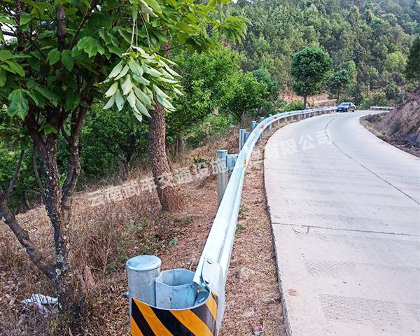 為什麽高速公路迪慶波形護欄越來越受重視?