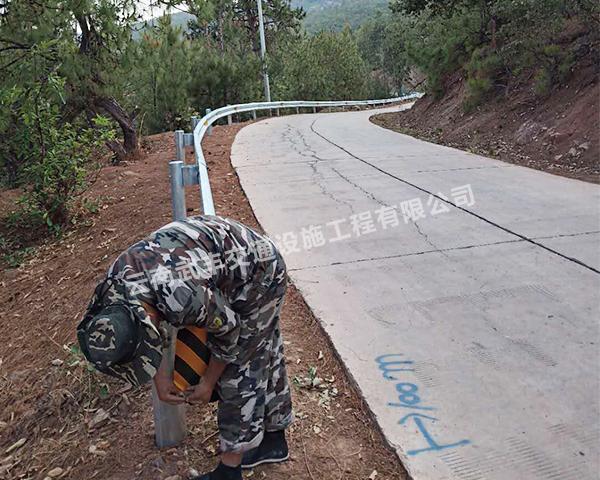 云南波形护栏厂家:高速公路波形护栏的规格标准