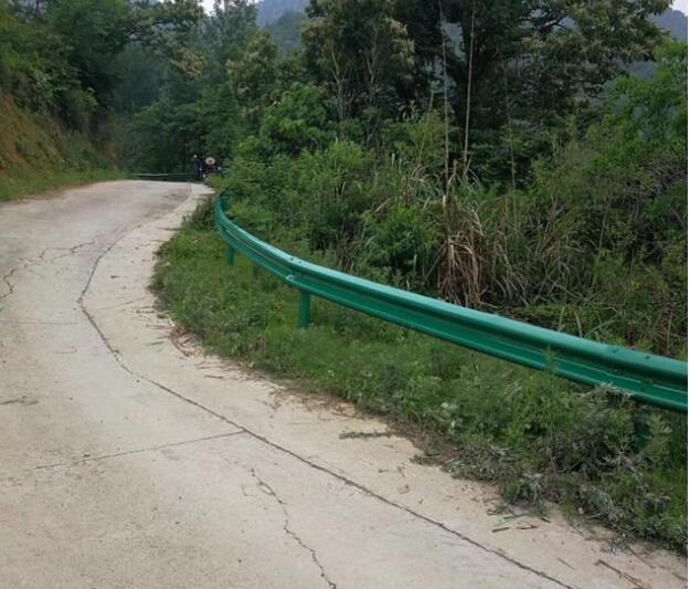 云南波形护栏弯路如何安装?