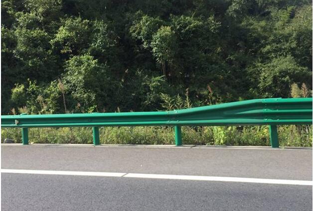 公路波形护栏网如何防腐处理?