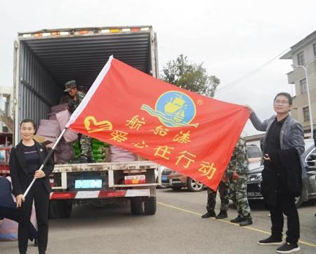 云南万里化工开展助力禄脿街道乡村振兴爱心捐赠活动