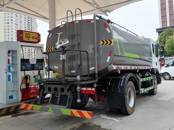 云南15噸灑水車廠家,昆明15噸灑水車廠家