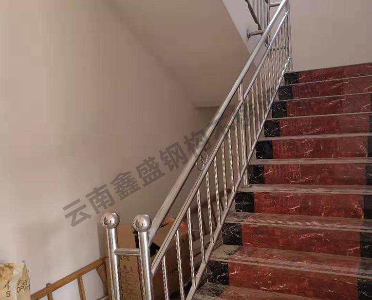 不锈钢楼梯扶手价多少?昆明不锈钢定做厂家是如何保养不锈钢楼梯扶手的?