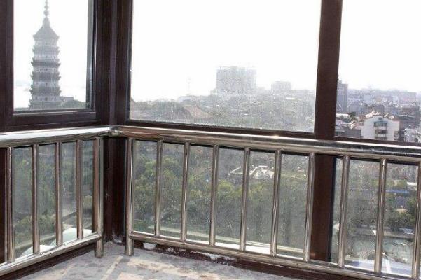 昆明不锈钢定制厂家装修阳台不锈钢栏杆价格是多少?