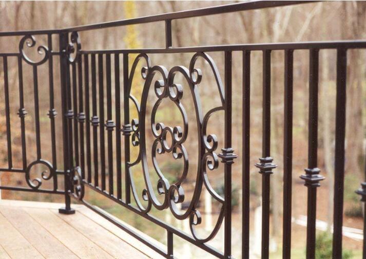 铁艺护栏网与工艺护栏网之间的区别