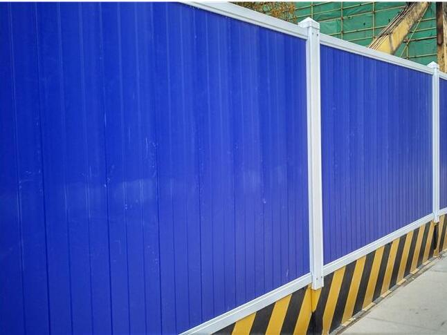 【昆明工地施工围挡】施工为什么需要PVC施工围挡