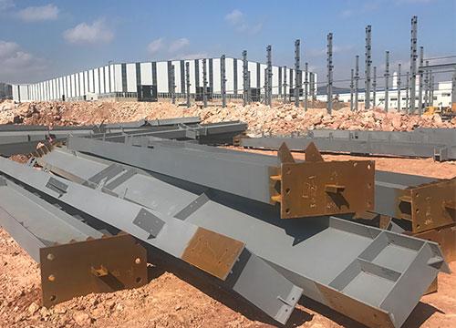 亚龙铝业钢结构厂房C型钢加工安装由亿恒德承接
