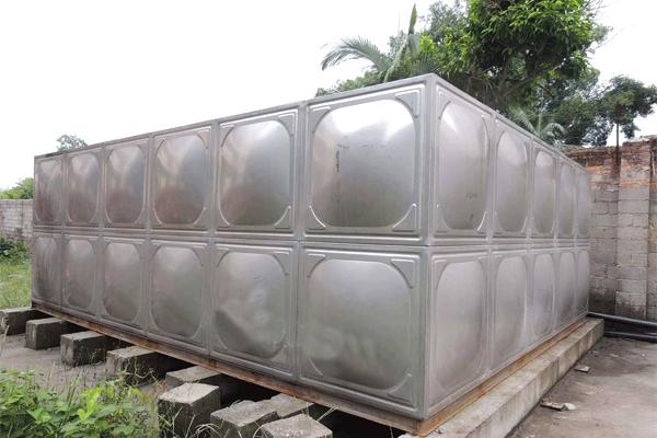 不锈钢水箱与管道如何连接