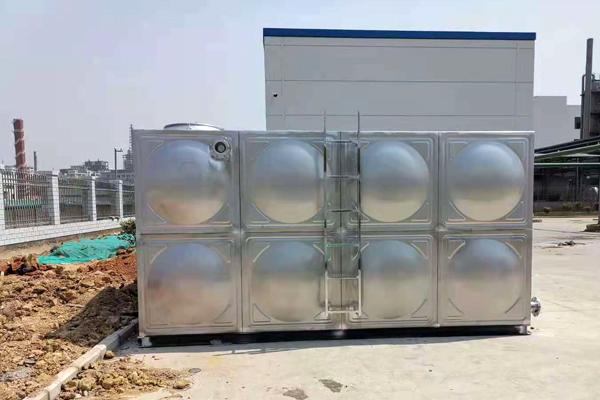 304材质生活水箱安装