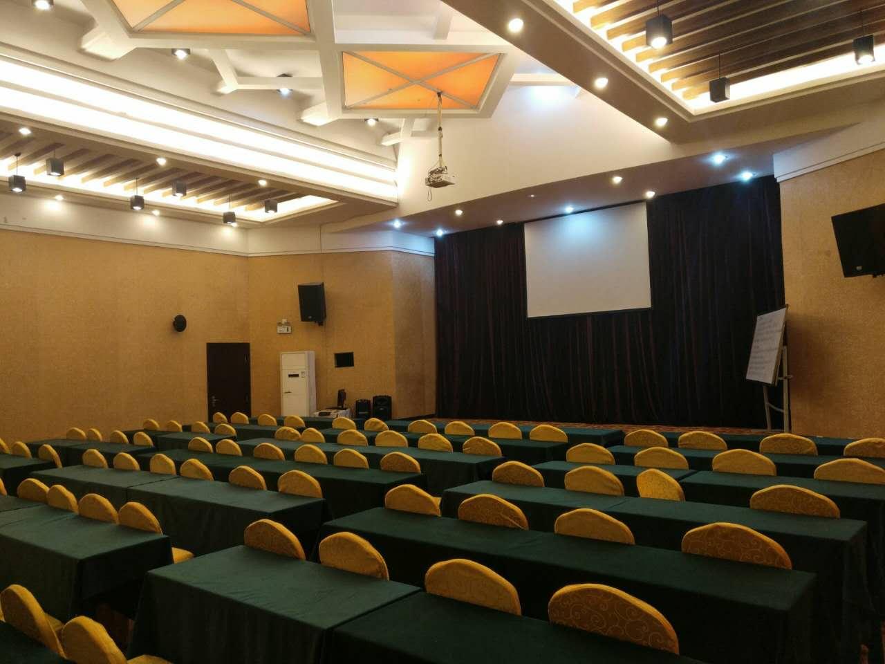 这么大的会议室