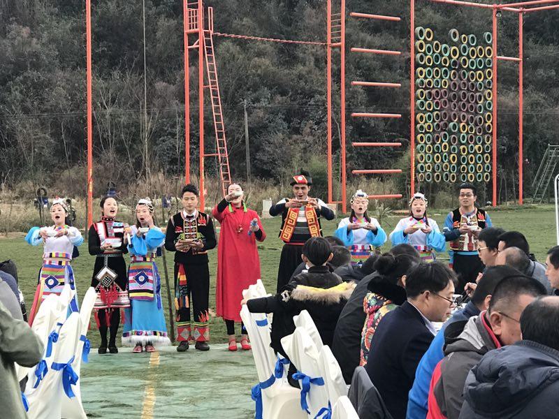 彝族人高唱敬酒歌