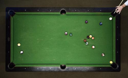 台球桌的那些损坏都是怎么引起的?哪些不恰当的打球习惯会对台球桌造成损伤。